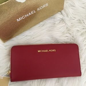 Michael Kors giftables large continental wallet